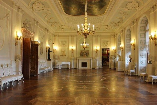 Best Chandeliers for Foyer